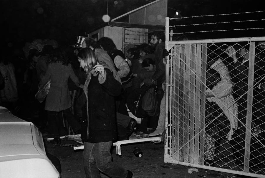 Crowded Chaos At Altamont Entrance