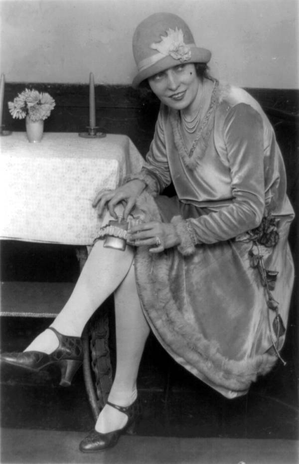 Flapper With Secret Flask