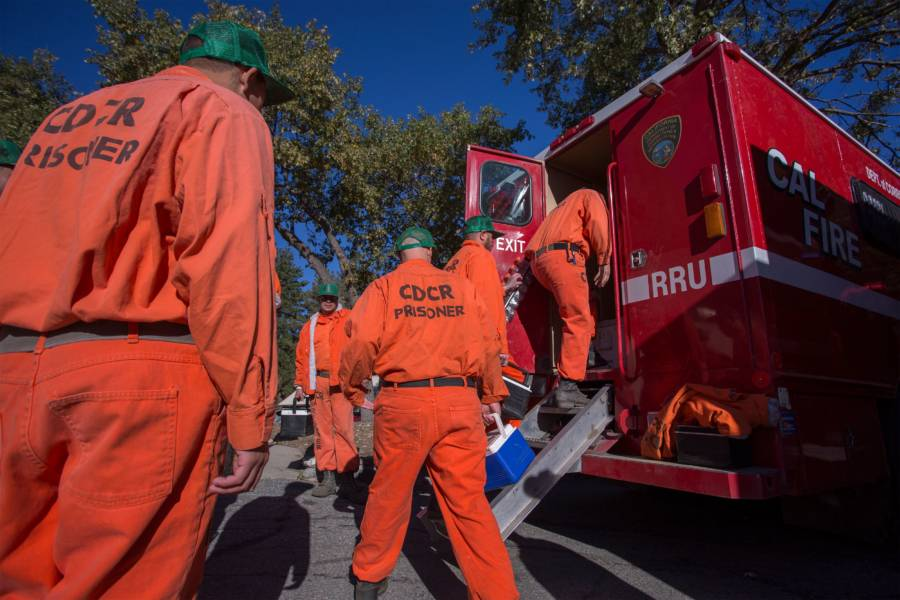 Inmates In California Are Fighting Wildfires For $1 Per Hour