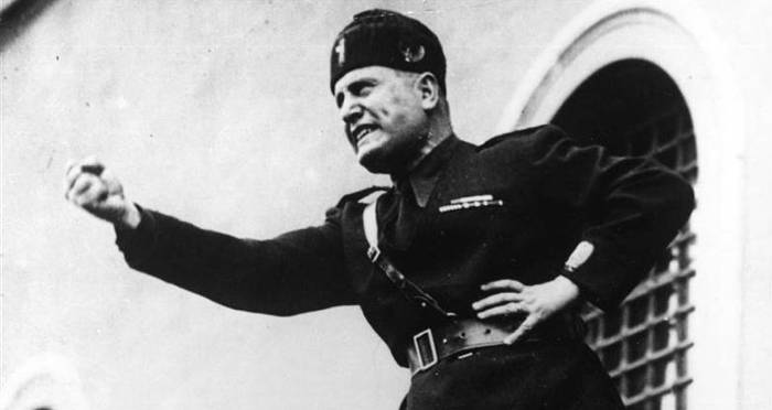 how did mussolini maintain power