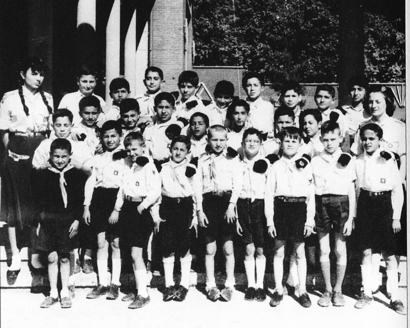 Farah Pahlavi With Boy Scouts