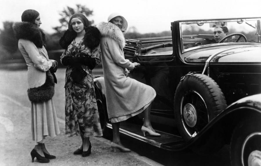 1920s Women Convertibles Furs