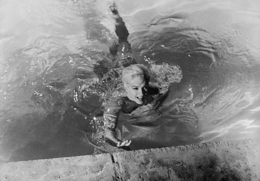 Marilyn Monroe Swimming