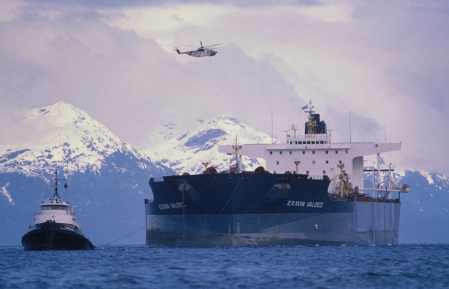 Exxon Valdez Tugged Away In the Prince William Sound