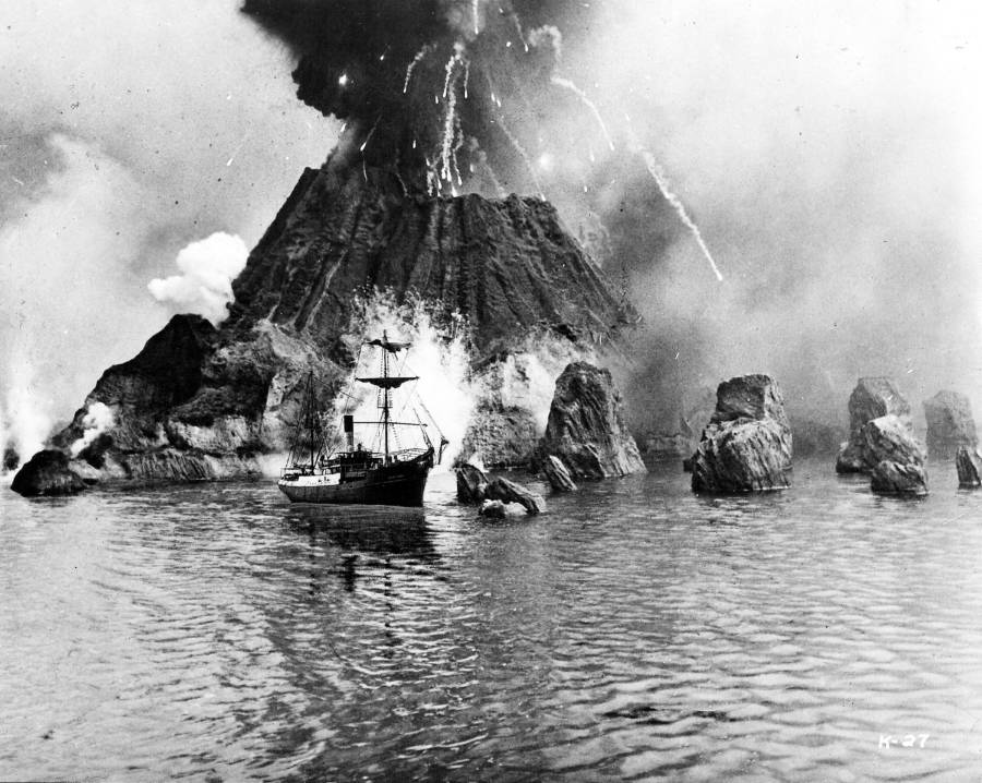 Film Depiction Volcanic Eruption In Water