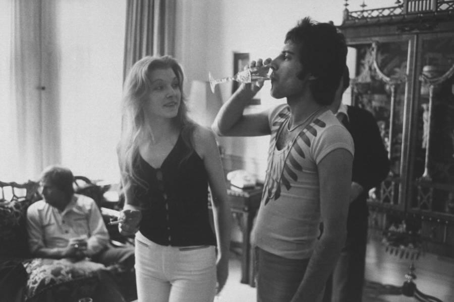 Mary Austin And Freddie Mercury Drinking