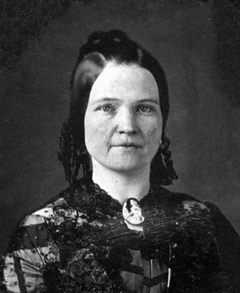 Mary Todd Lincoln Poses