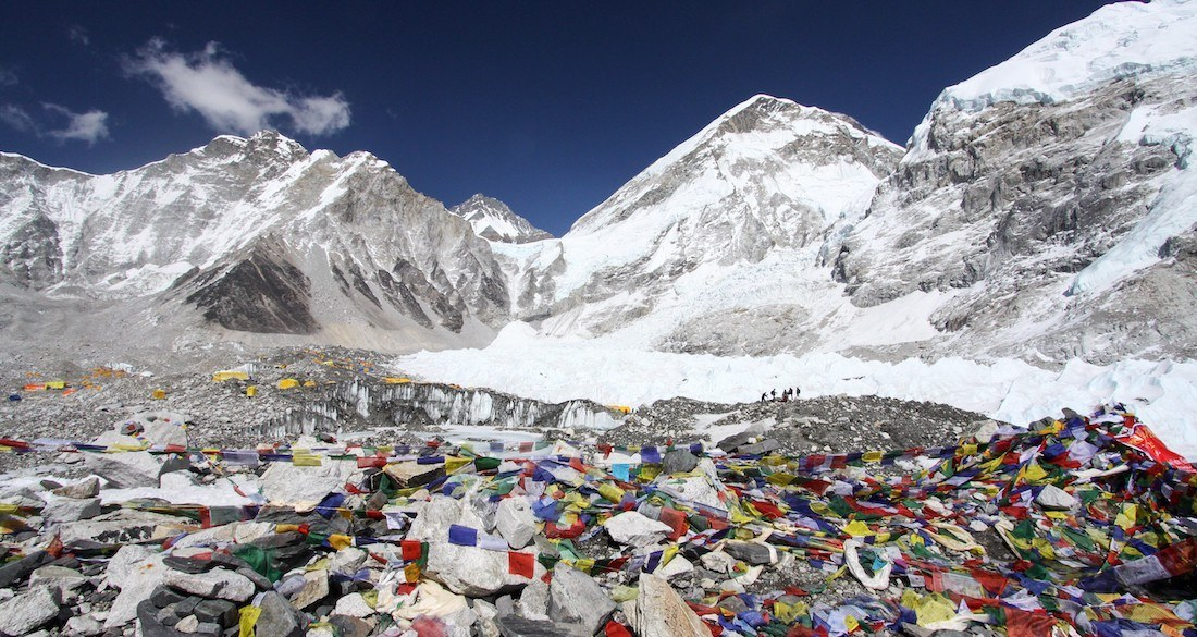mount-everest-base-camp-garbage-featured.jpg