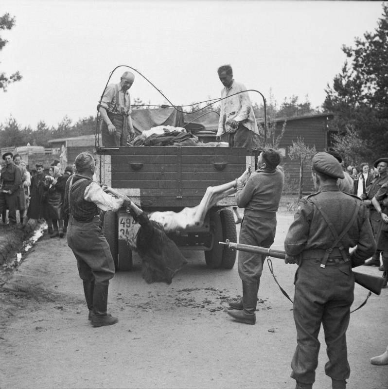 SS Guards Load Bodies Onto Truck