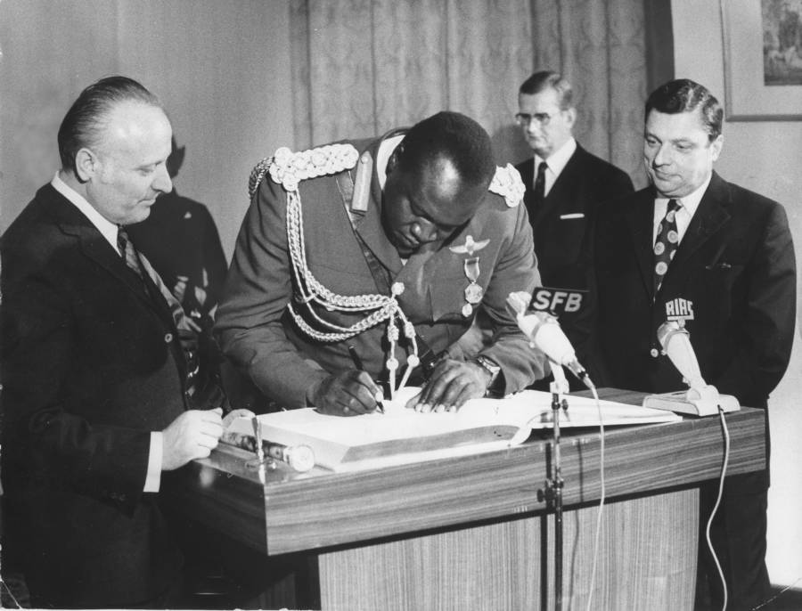 Idi Amin Signs The Golden Book Of Berlin