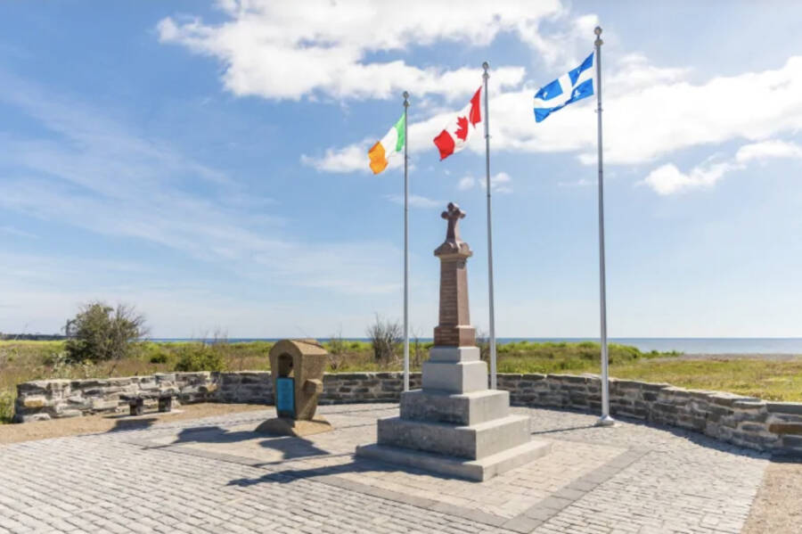 Irish Memorial Cap Des Rosiers