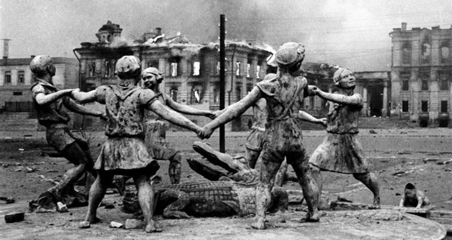 1 Figure Stalingrad 1//35 The Beach Girl Standing