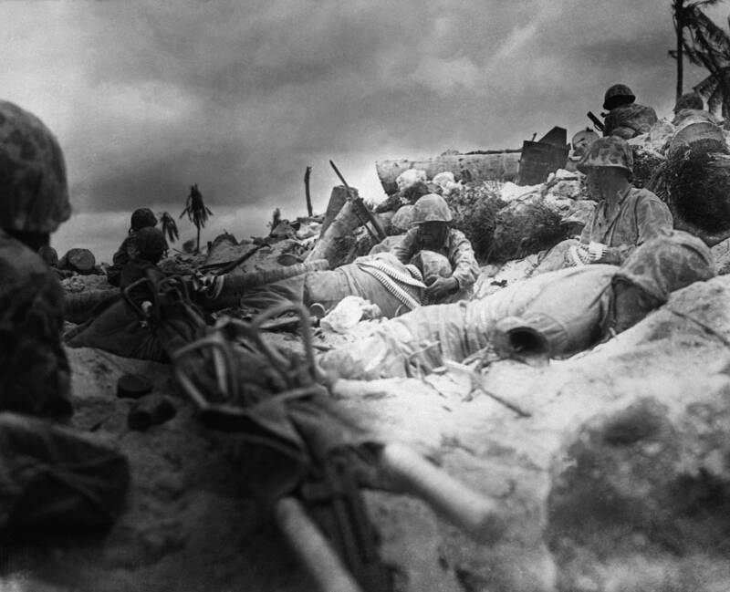 Battle Of Tarawa Marines Behind Seawall