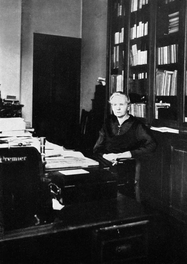 Marie Curie At The Radium Institute