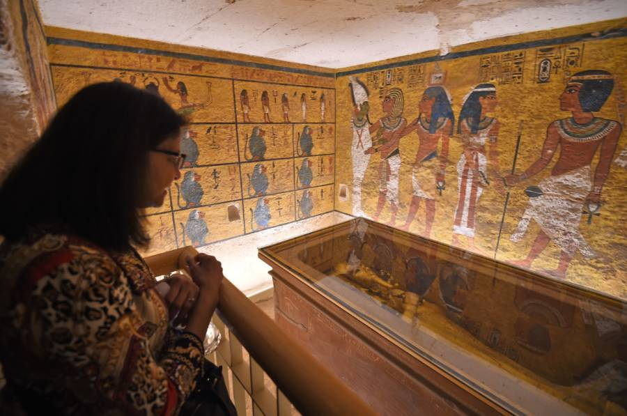 Visitor Looks At King Tut's Tomb