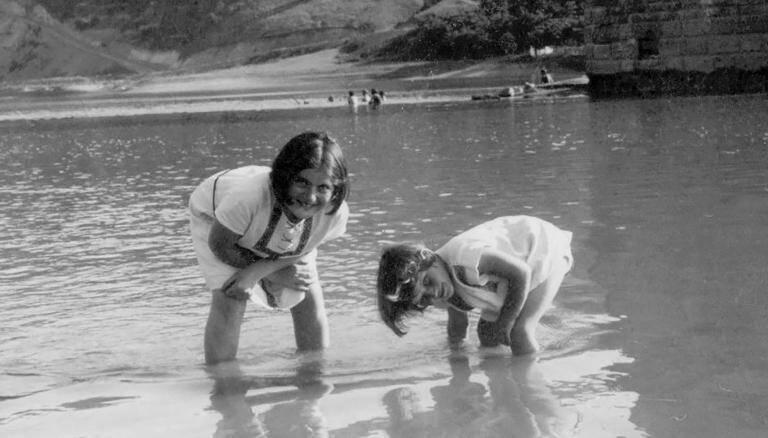 Renia And Elizabeth Spiegel