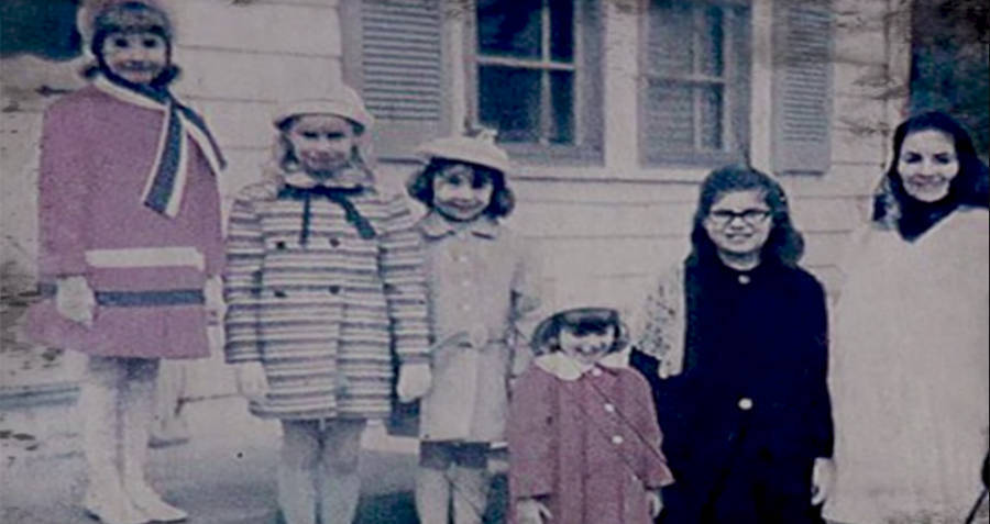 Perron Family Girls Outside The Conjuring House