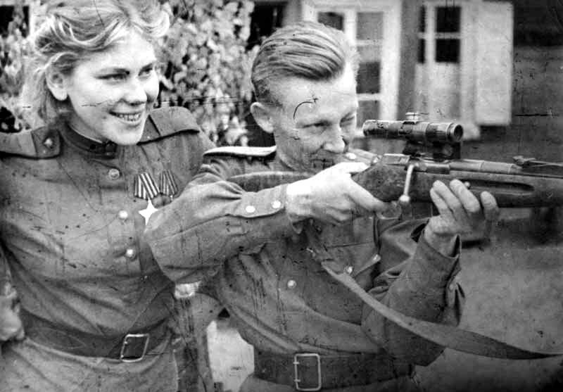 Roza Shanina Teaching A Sniper