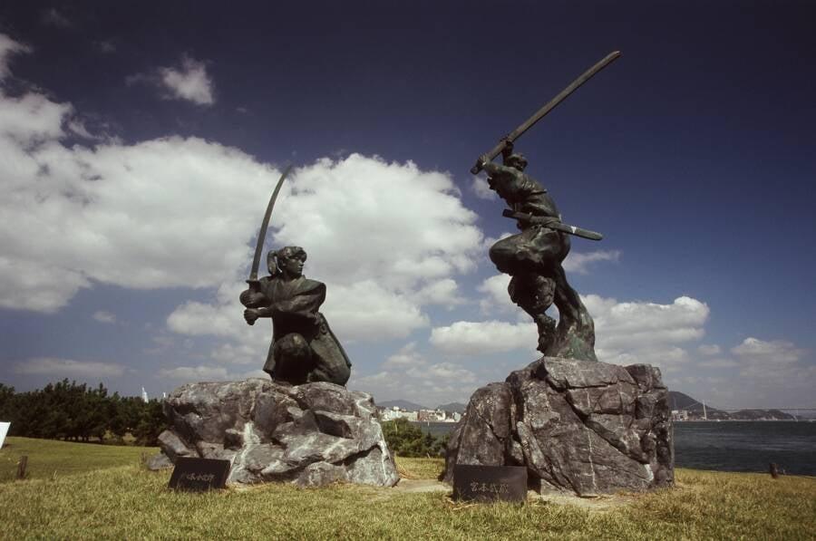 Statues Musashi Kojiro Duel