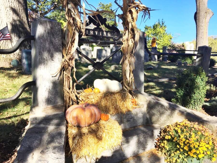 Washington Irvings Decorated Grave