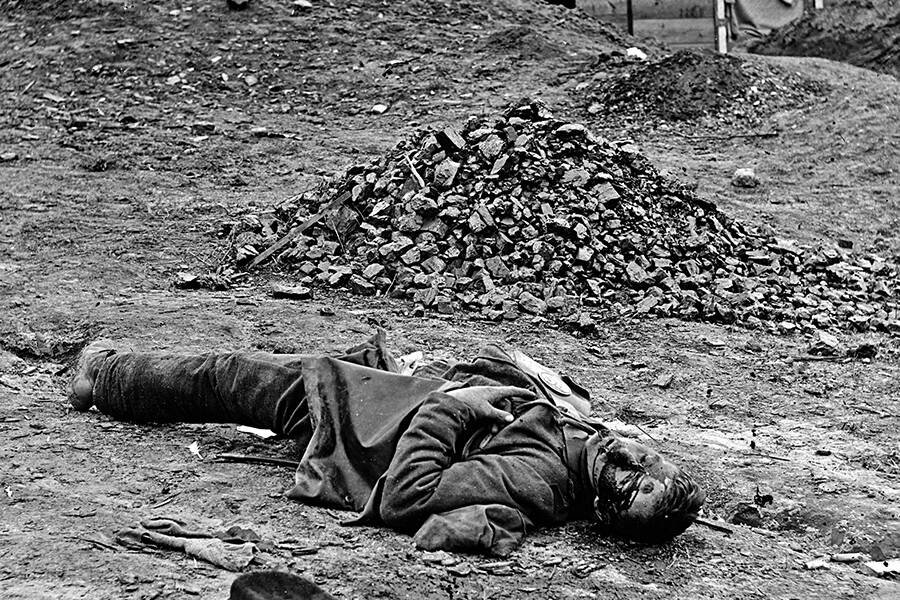 Dead Confederate Soldier At Petersburg Virginia