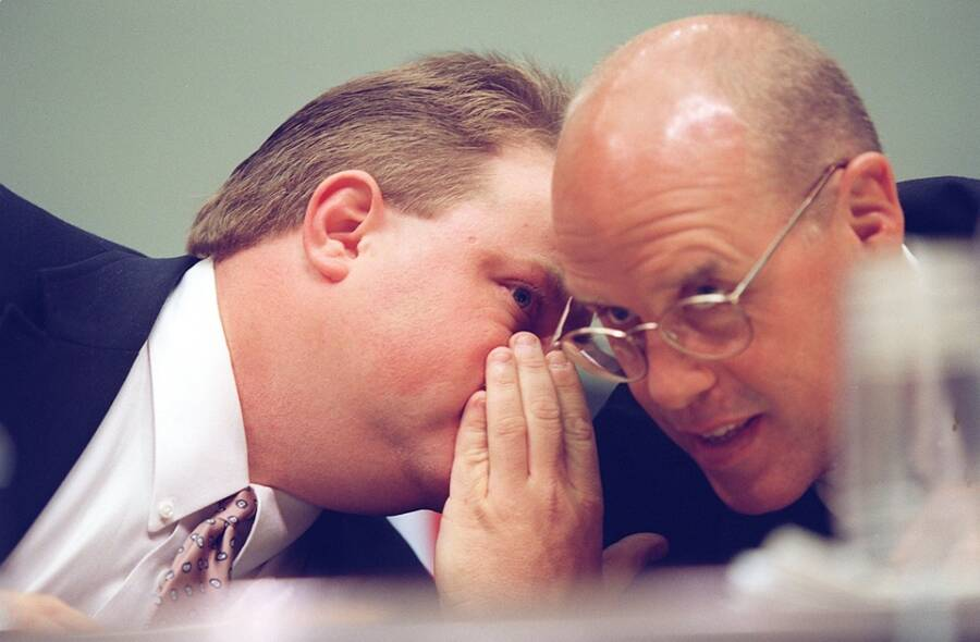 Richard Jewell Whispering To His Attorney