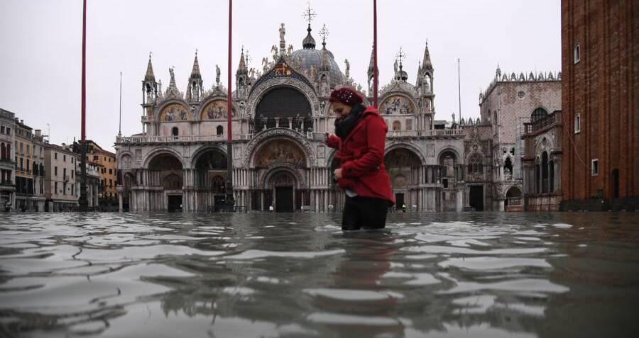 21 Shocking Photos Of The Venice Floods