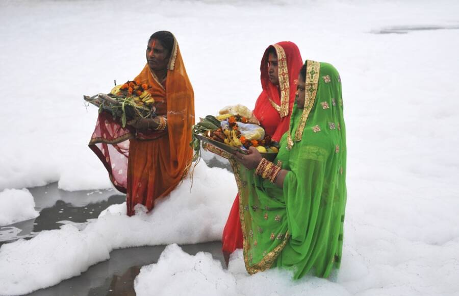 Chhath Puja Hindu Prayers In The Foam