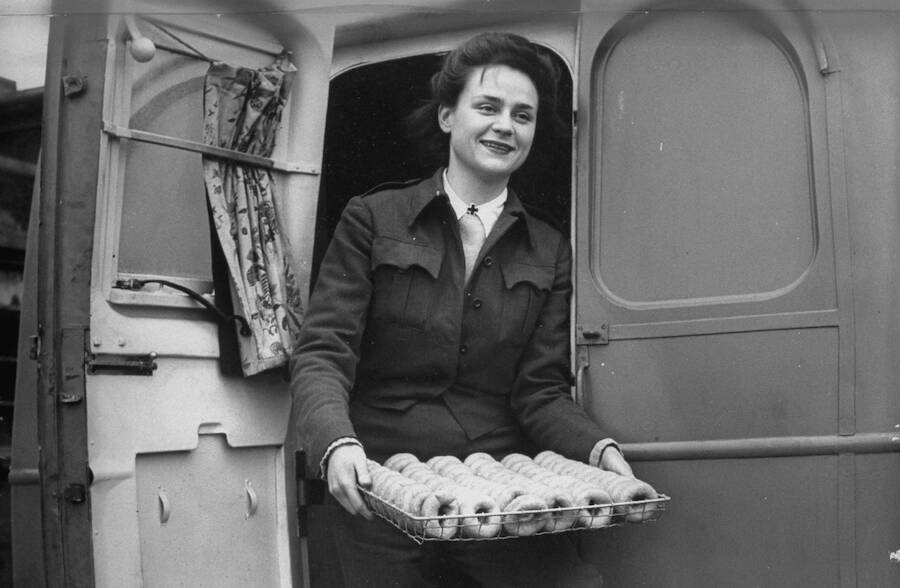 How Donut Dollies Served On The Front Lines Of World War 2