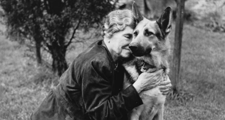 helen-keller-with-a-dog.jpg