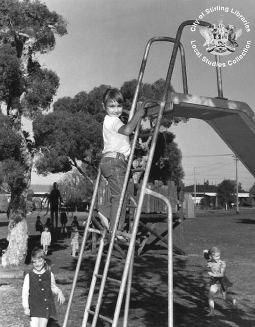 Original Slender Man Photo Of Children In A Playground
