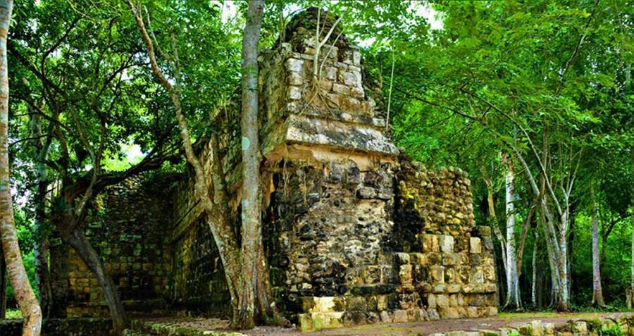 ancient-mayan-palace-in-mexico.jpg