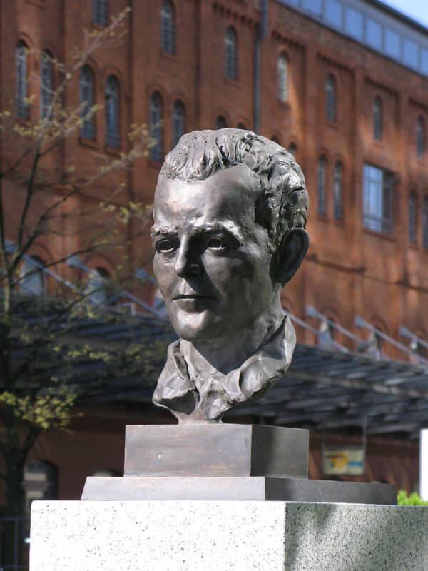 Georg Elser Bust