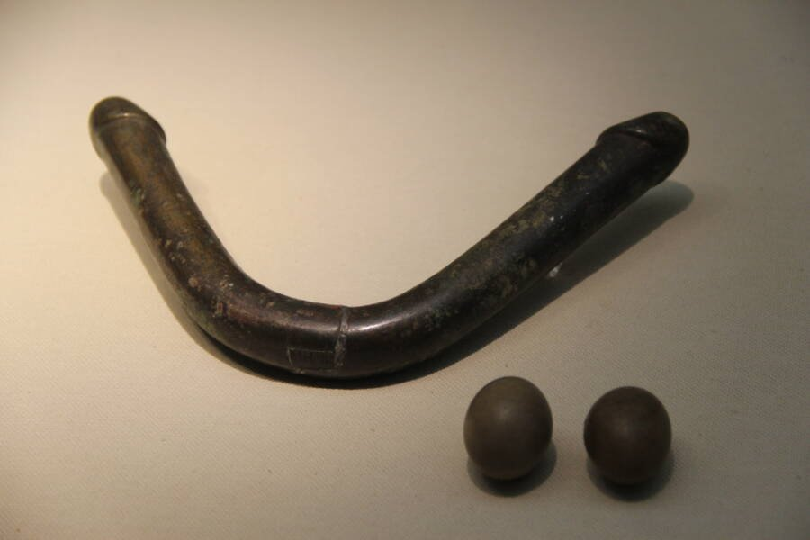 Han Bronze Dildo