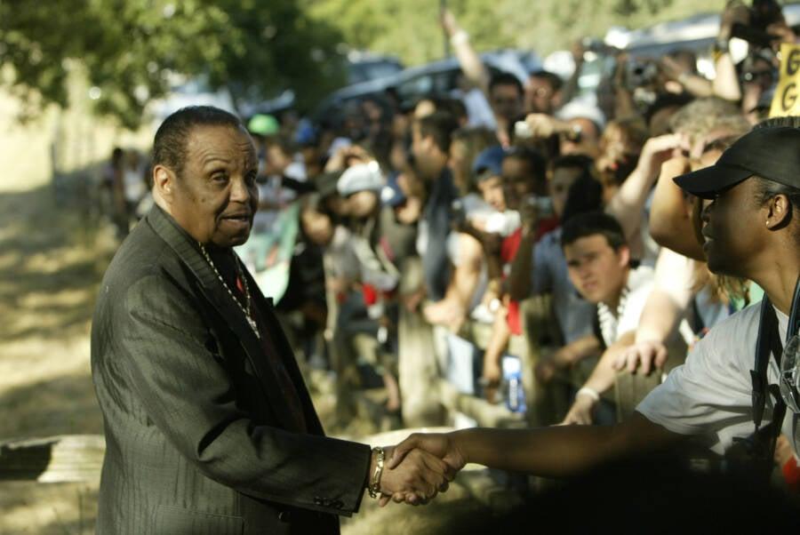 Joe Jackson Meeting Fans
