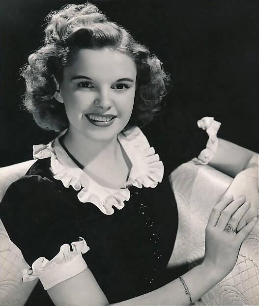 Judy_Garland_publicity_photo_1939