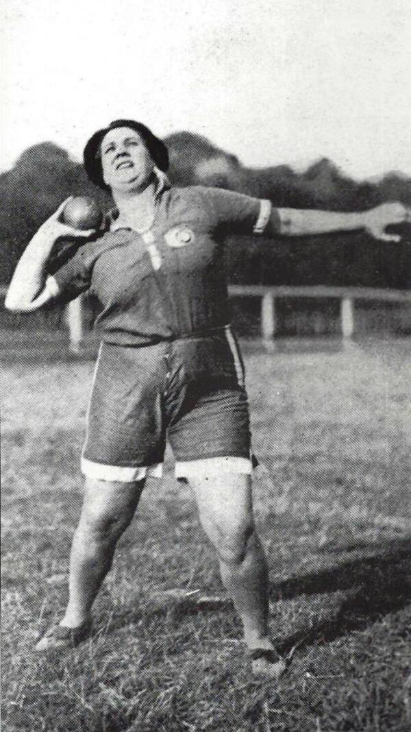 Violette Morris throwing Shotput