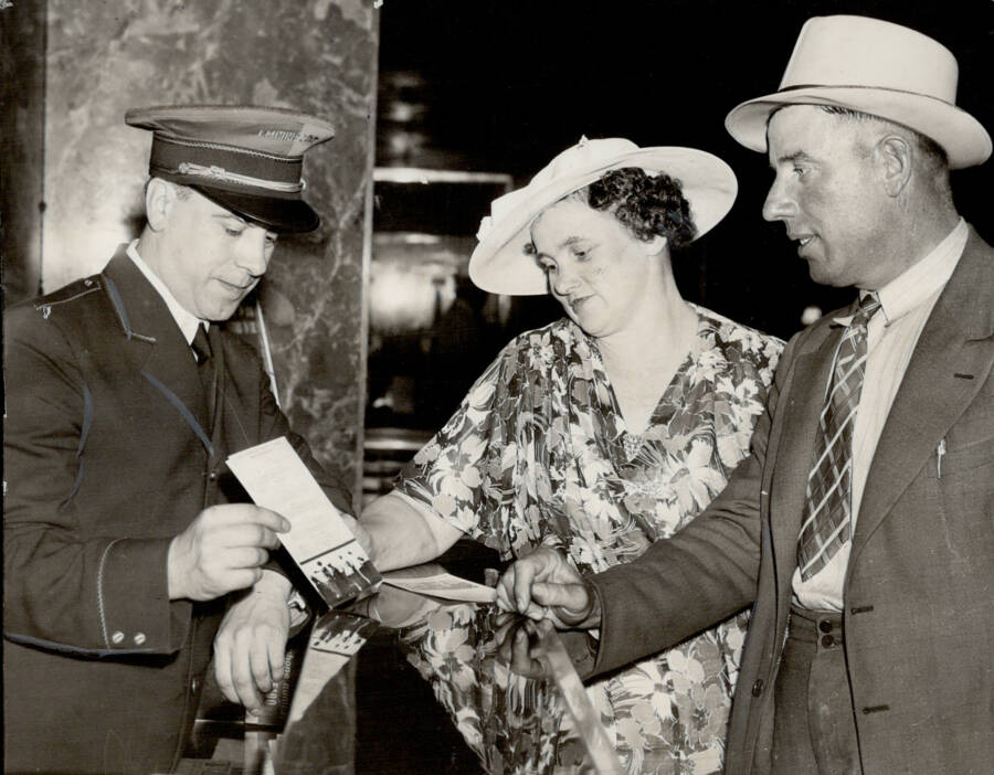Winners Of The Stork Derby Receive Checks