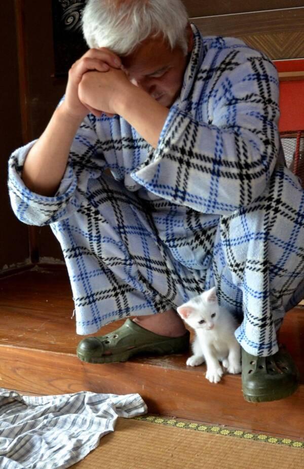 Naoto Matsumura With Cat