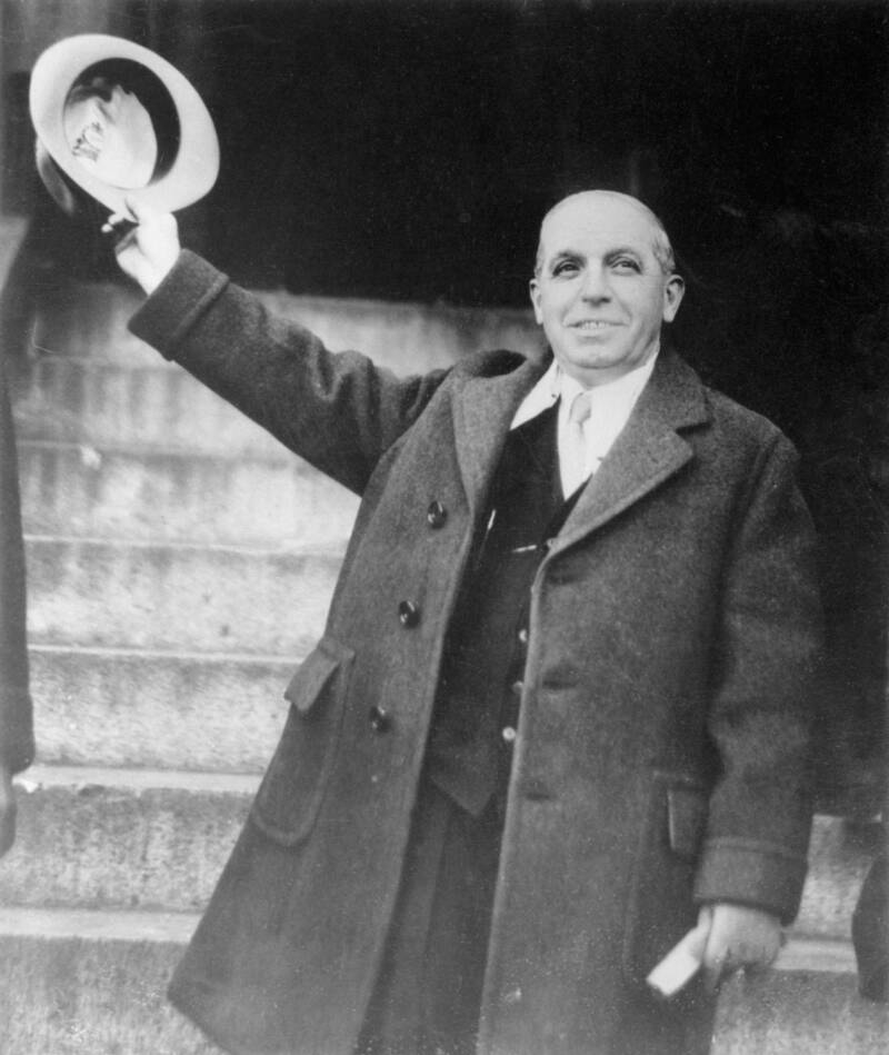 Ponzi Waves His Hat After He's Released
