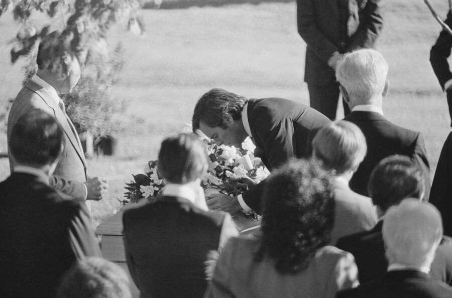 Robert Wagner Kissing The Casket