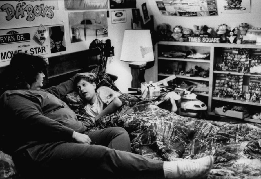 Ryan White Laying In Bed With His Mom