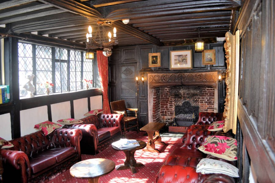 The Lounge Inside The Mermaid Inn