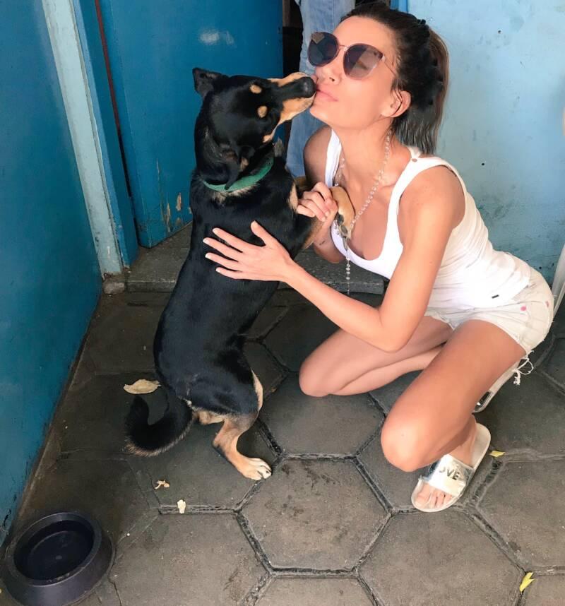 Dog Licking Natacha Jaitt