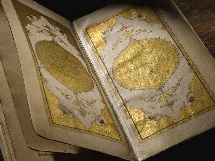 Gold Illuminated Pages Of The Divan