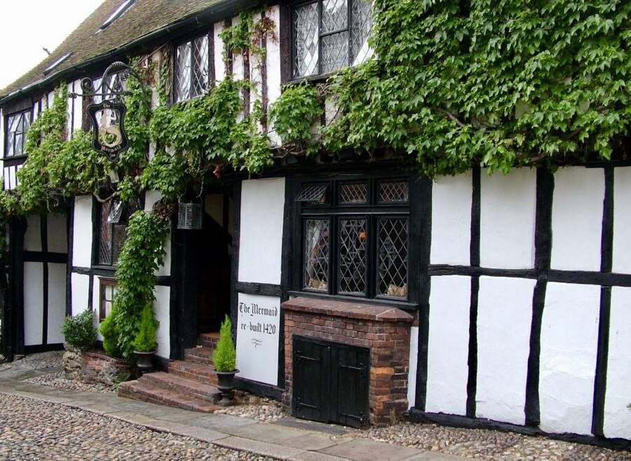 Mermaid Inn Exterior