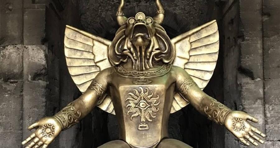 moloch-statue-in-front-of-the-roman-colo