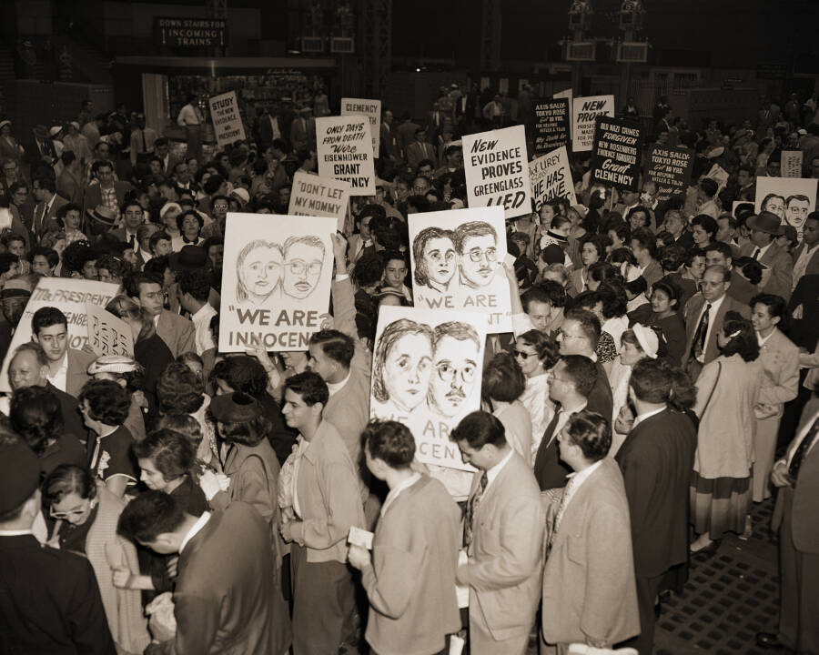 Rosenberg Demonstrations At Penn Station