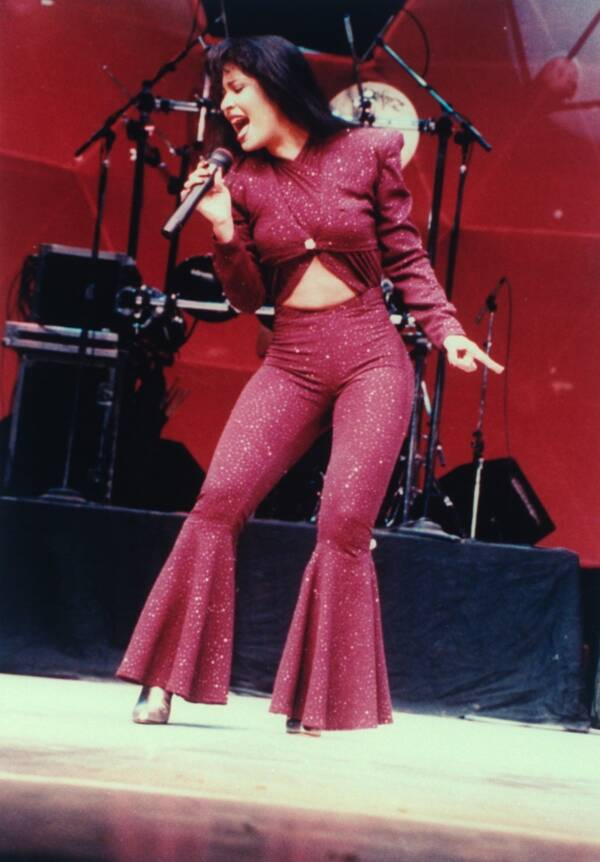 Selena Performs At The Astrodome