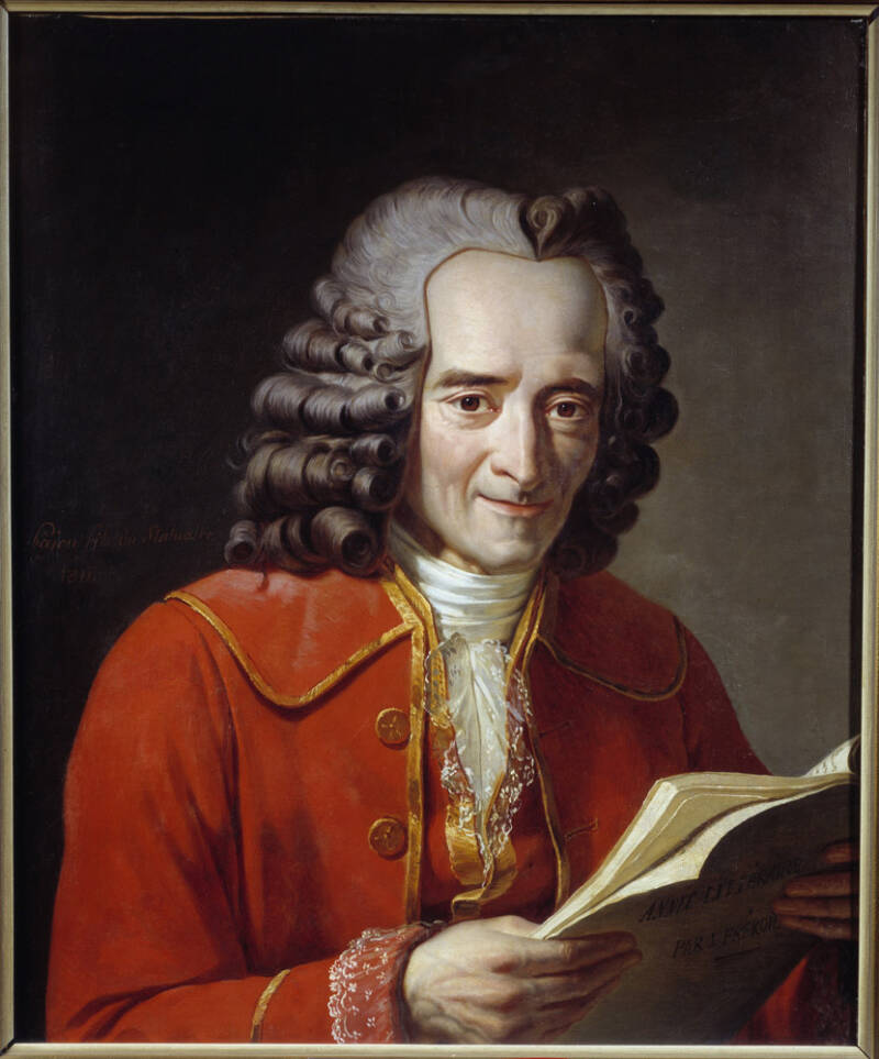Voltaire Lisant